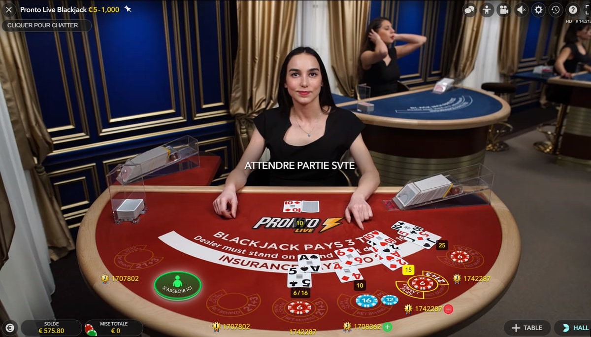Croupière a la table Pronto Live Blackjack